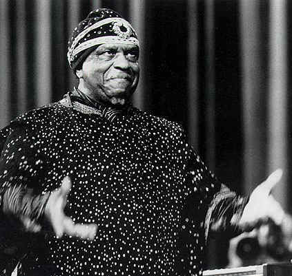 http://themusicsover.files.wordpress.com/2008/05/sunra.jpg
